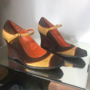 Gorgeous Kenneth Cole Reaction wedges
